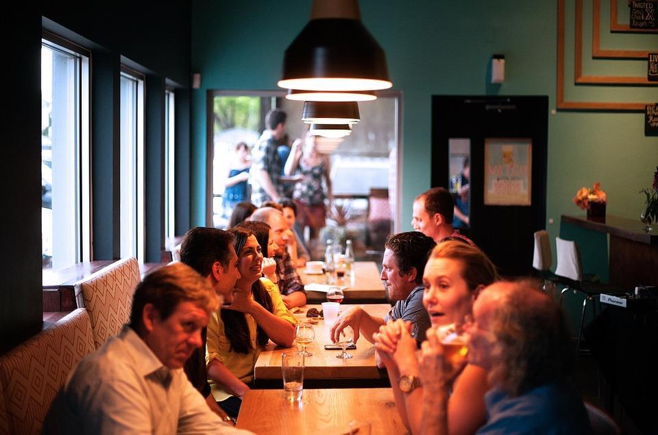 Restauracja na Helu, spotkanie znajomych.