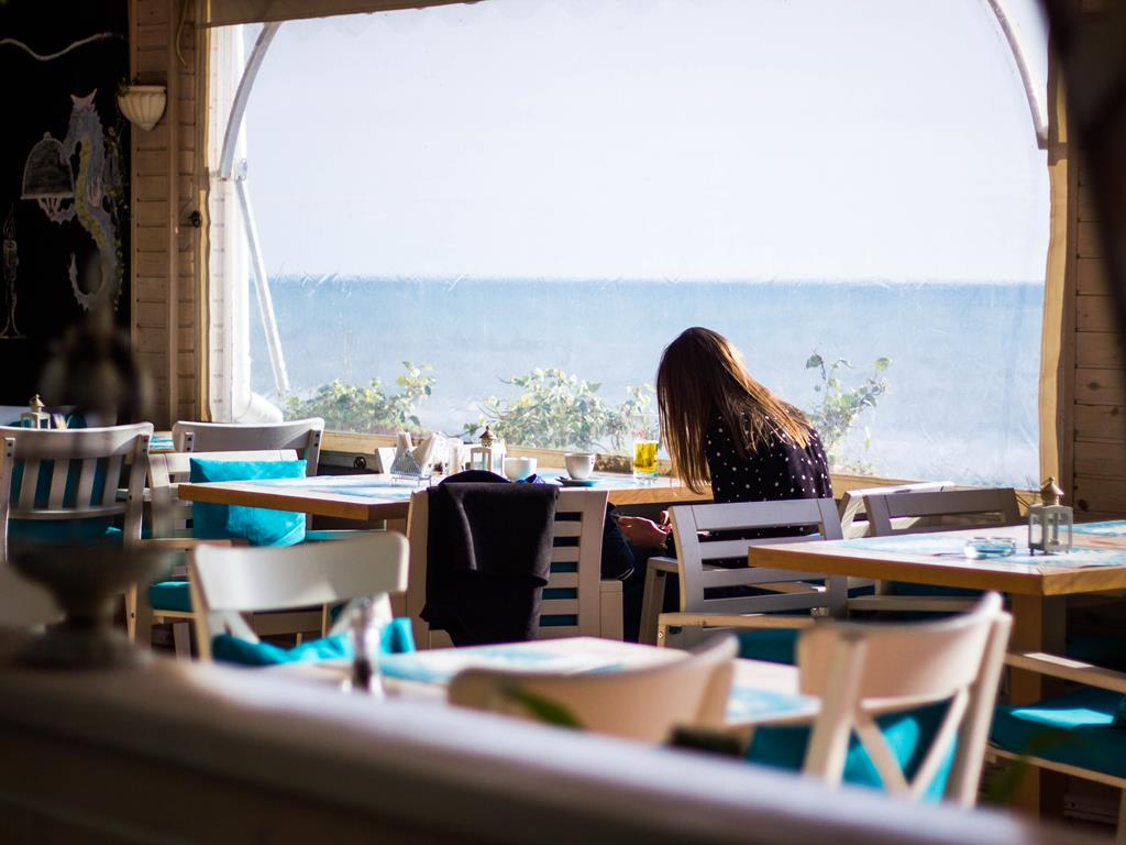 Restauracja we Władysławowie z widokiem na morze.