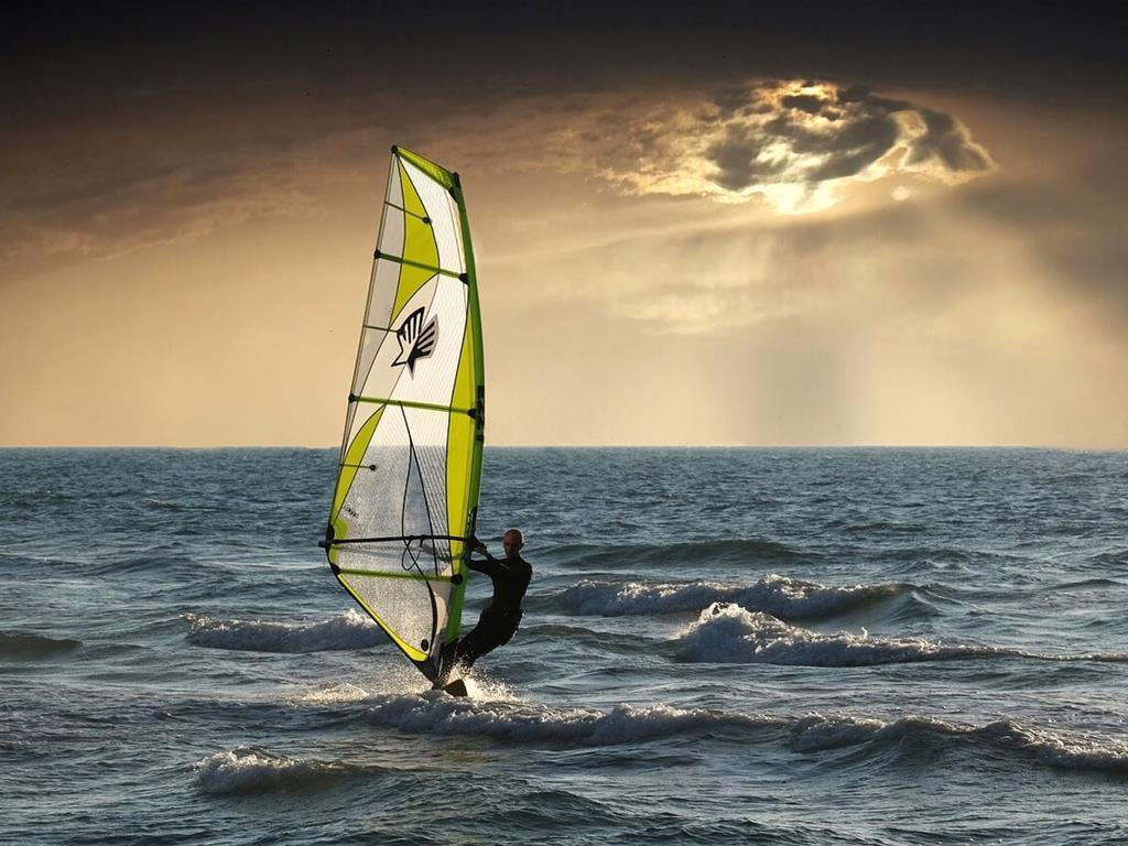 Windsurfing na morzu we Władysławowie