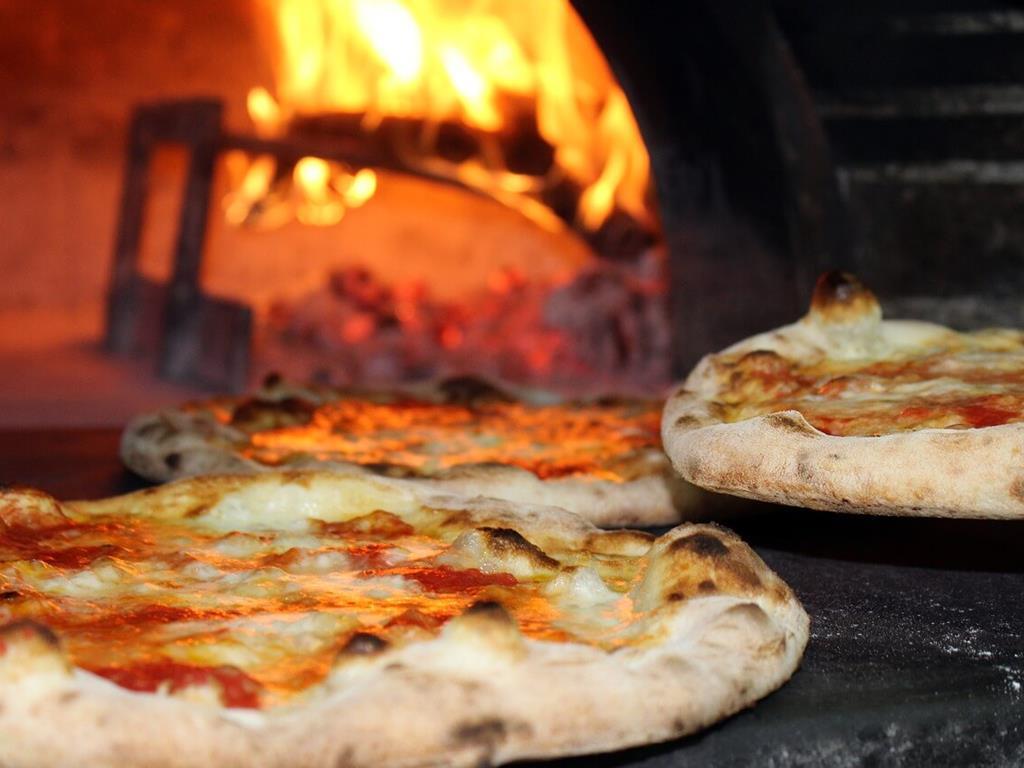 Piec z pizzą w Juracie
